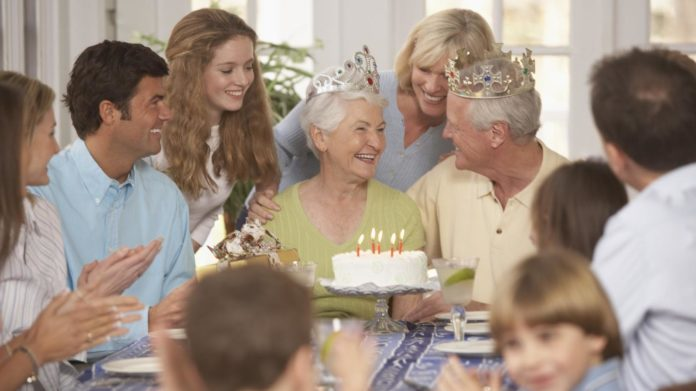 5 Unique Methods, How To Celebrate Your Parents' Anniversary